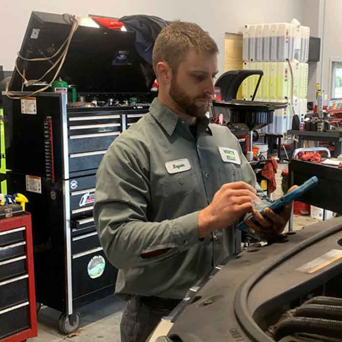 North Hills Auto Technician in New Bay Extension